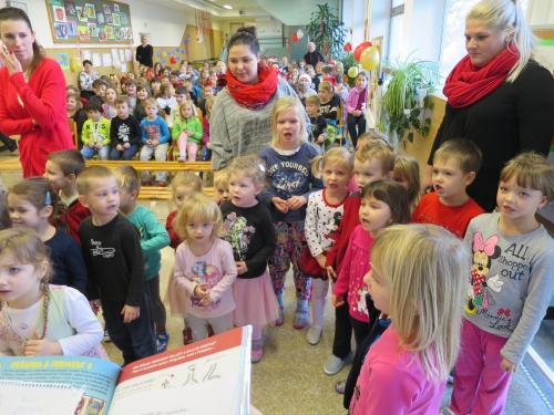Mikuláš s družinou na škole